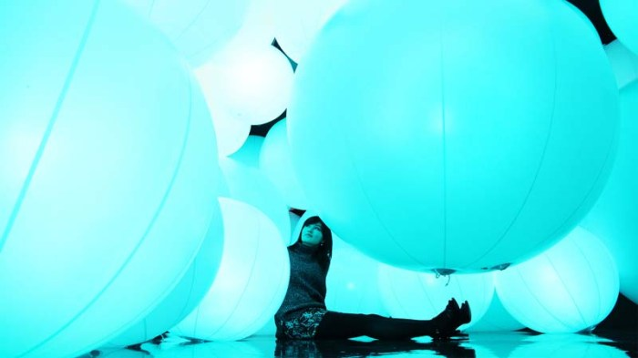 team_lab_distilling-senses_contemporary-art-hong-kong-arts-centre_interactive_installation_2_collabcubed