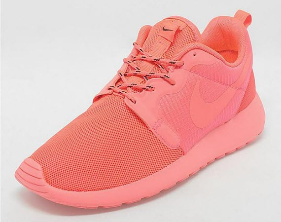 nike-womens-roshe-run-hyperfuse-laser-crimson-0