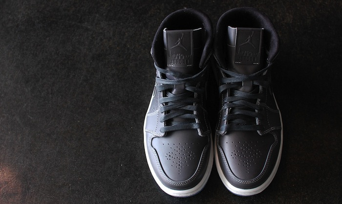 Air-Jordan-1-Mid-Nouveau-Wolf-Grey-2