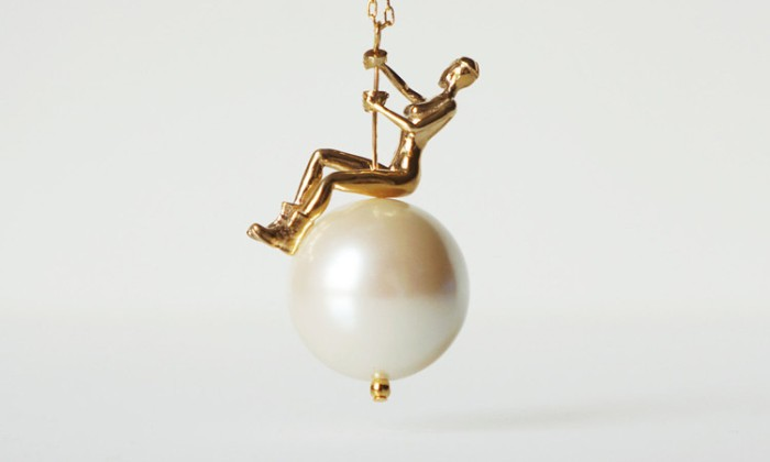 3-necklace-inspired-by-miley-cyruss-wrecking-ball-video-by-town-design-750x450