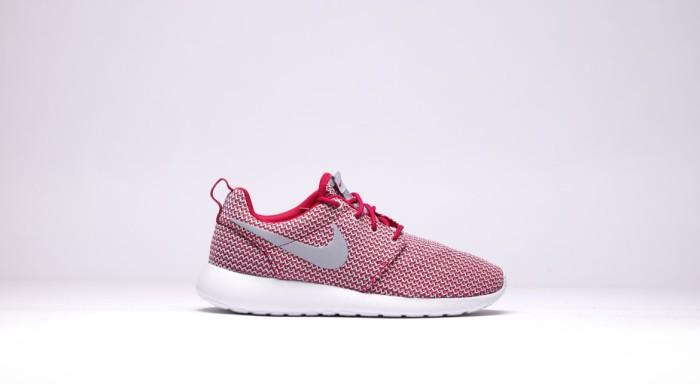 afew-store-sneaker-nike-wmns-rosherun-dark-fireberry-wolfgrey-white-12