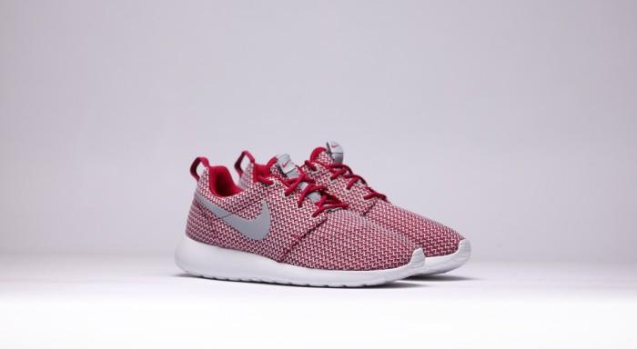afew-store-sneaker-nike-wmns-rosherun-dark-fireberry-wolfgrey-white-13