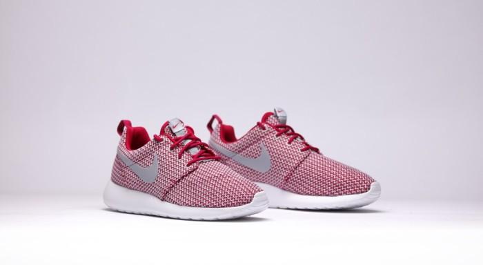 afew-store-sneaker-nike-wmns-rosherun-dark-fireberry-wolfgrey-white-14