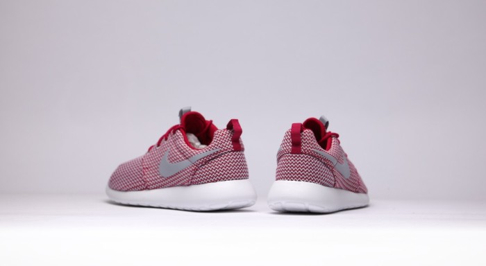 afew-store-sneaker-nike-wmns-rosherun-dark-fireberry-wolfgrey-white-16