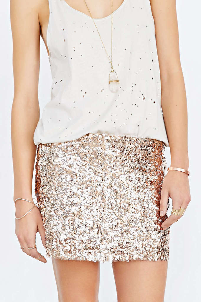 Love_Sadie_Sequin_Mini_Skirt_urban_outfitters_lovelyisms-682x1024