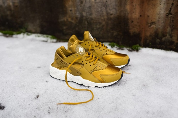 wmns-nike-air-huarache-run-bronzine-2-780x520