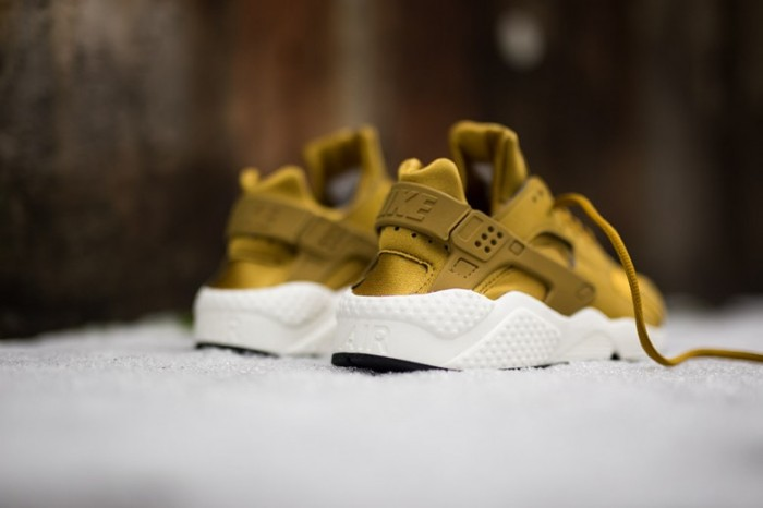 wmns-nike-air-huarache-run-bronzine-5-780x520
