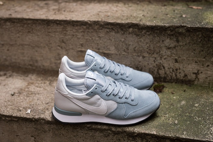 wmns-nike-internationalist-dove-grey-white-2