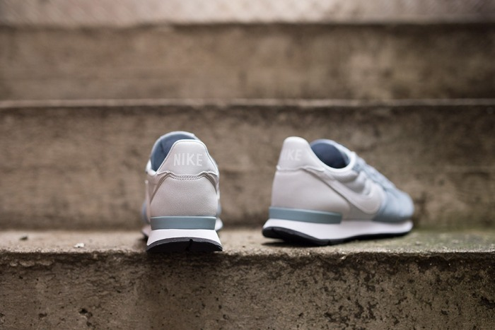 wmns-nike-internationalist-dove-grey-white-3