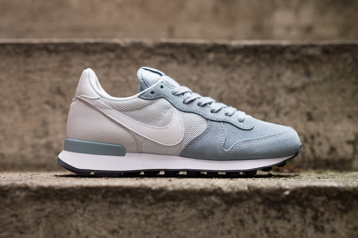wmns-nike-internationalist-dove-grey-white